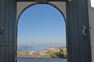 Spiti Stelios, Caldera view from courtyard