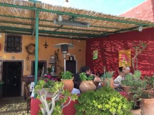Metaximas-restaurant-santorini-1