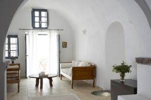 Spiti Stelios-Lounge-to-Courtyard